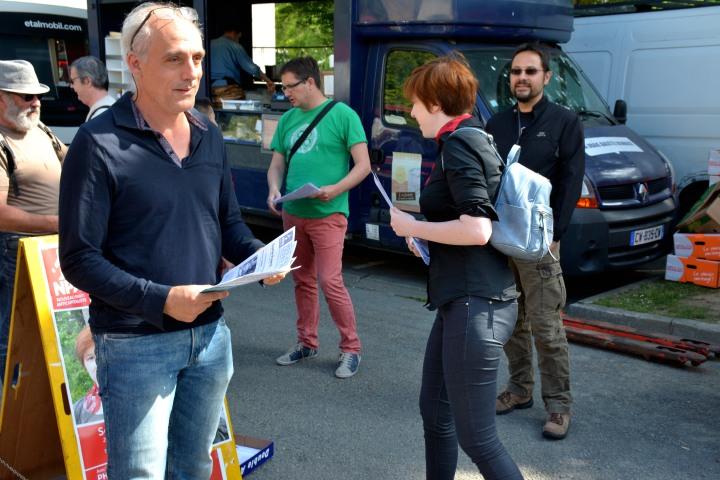Avec Philippe Poutou, sur le marché de Villejean